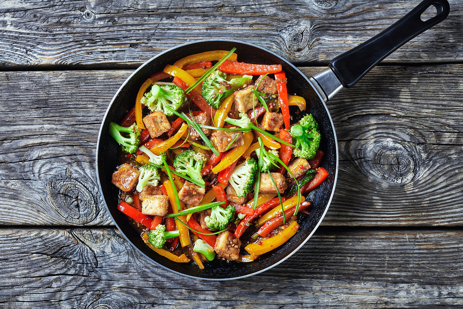 An image depicting kung pao tofu. Unfermented tofu is low in tyramine.